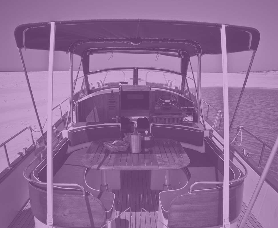 beacher nautique bateau violet