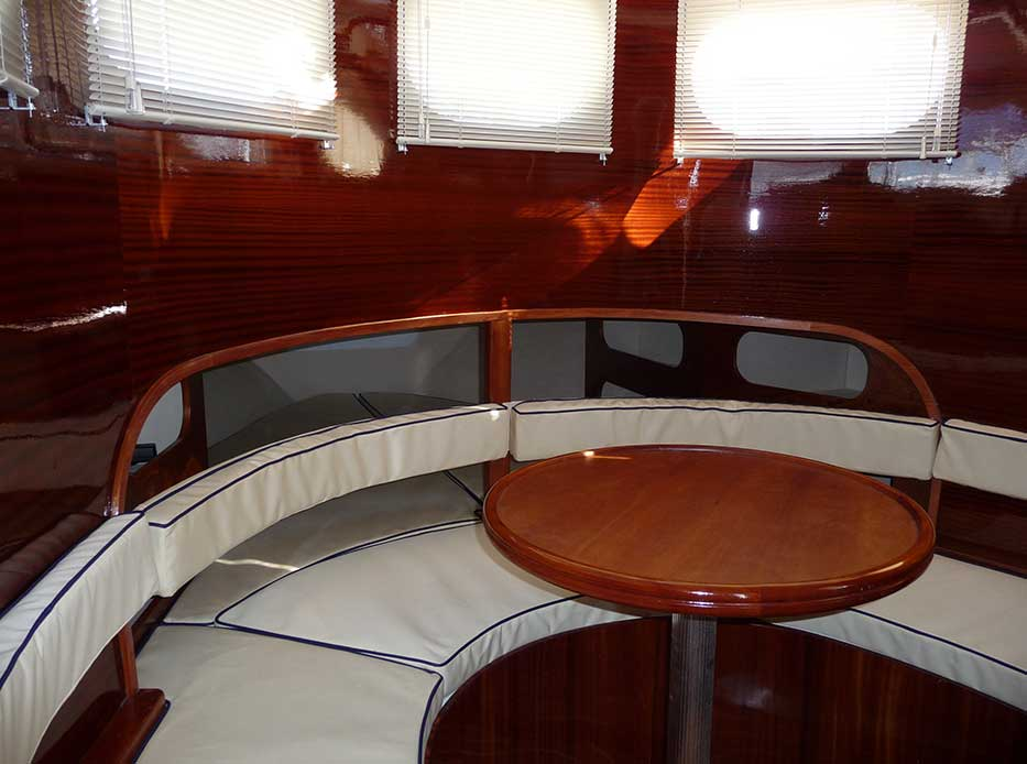 beacher nautique trawler bateau traditionnel table