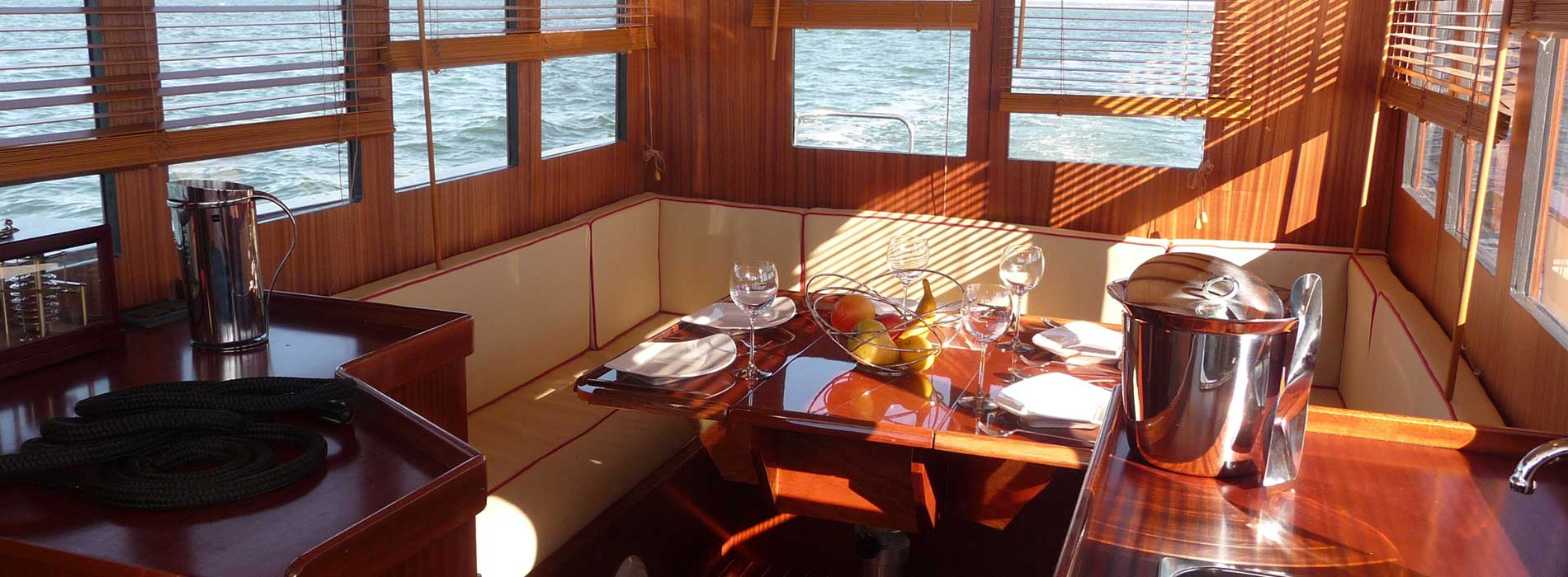 beacher nautique bateau trawler interieur