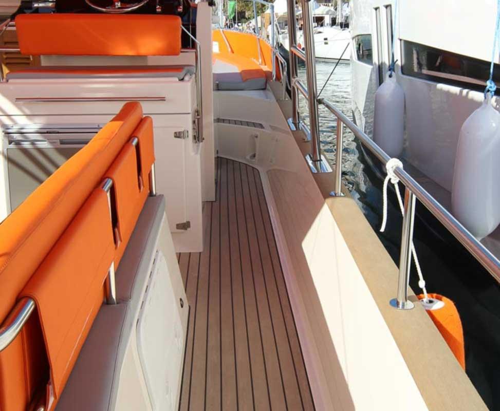 beacher nautique bateaux au port couleurs